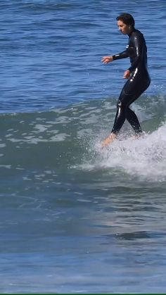Karina Rozunko at San Onofre and Oceanside, Spring and Fall I like the way Karina surfs on her single fin. Surfing Videos, Surfing Tips, Surfing Quotes, Snowboard, Surfing Wallpaper, Patagonia, Female Surfers, Longboard Design, Surfer Girl Style