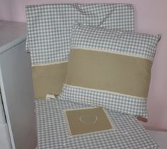 poduszka w szarą krateczkę