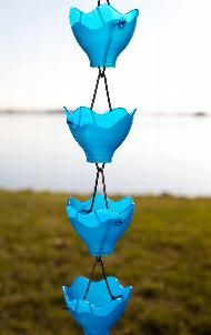 rain chain from light fixture shades(Blue Bottle Lights) Garden Crafts, Garden Projects, Crafts For Kids, Arts And Crafts, Diy Crafts, Diy Inspiration, Rain Barrel, Water Features In The Garden, Unique Gardens