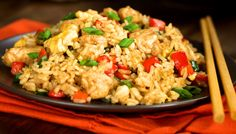 Clean Eating Chicken Fried Rice recipe: A quick, easy meal recipe for days when you don't want to spend time in the kitchen. Even finicky people will eat it. Skinny Recipes, Rice Recipes, Clean Eating Recipes, Chicken Recipes, Healthy Eating, Cooking Recipes, Healthy Recipes, Healthy Fit, Recipies
