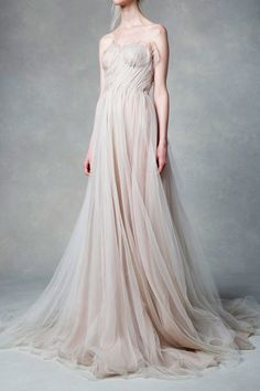 A Game of Clothes: Photo Bridal Gowns, Wedding Gowns, Evening Dresses, Formal Dresses, Groom Dress, Beautiful Gowns, Bridal Collection, Pretty Outfits, Wedding Styles