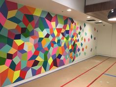 Murals – Colorful Wall Painting - New Deko Sites Room Wall Painting, Mural Wall Art, Painted Wall Murals, Hanging Artwork, Ecole Design, School Murals, School Painting, Geometric Painting, Geometric Wall Paint