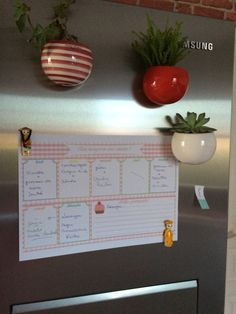Coucou ! Aujourd'hui, je vous donne une idée pour gagner du temps. Cela fait plusieurs années que je prépare mon menu de la semaine à l'avance. Sur un joli tableau, j'inscris mes menus pour chaque repas (midi et soir). Je prépare donc ma liste de course...