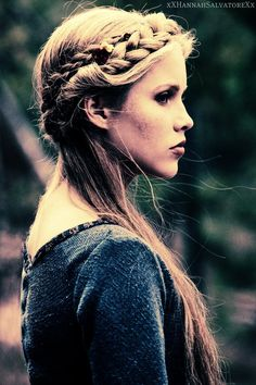 she would be perfect for sigyn  (lokis girlfriend) love the hair!!