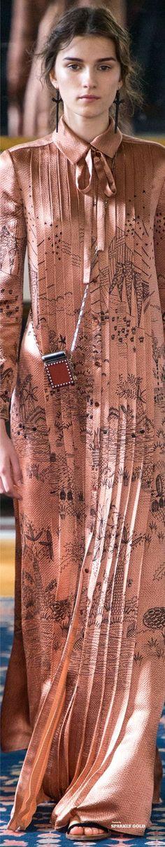 Valentino Spring 2017 Ready-to-Wear Collection ❤︎ Fashion 2017, Runway Fashion, Love Fashion, Spring Fashion, Fashion Show, Womens Fashion, Fashion Trends, Valentino 2017, Valentino Garavani