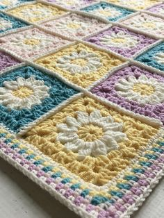 Daisy Travel Blanket Square Free Crochet Pattern