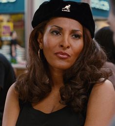 Pam Grier being Jackie Brown rockin that hat! Black Actresses, Actors & Actresses, Foxy Brown Pam Grier, Pam Grier Jackie Brown, Pam Pam, Afro, Sexy Older Women, African Beauty, Thing 1