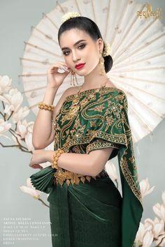Beautiful Indian Actress, Beautiful Asian Girls, Cambodian Wedding Dress, Cambodian Women, Stunningly Beautiful, Beautiful Places, Traditional Dresses, Traditional Wedding, Cool Outfits
