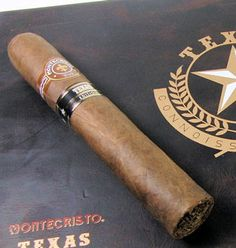 Montecristo Texas Edition #Cigar Montecristo Cigars, Cigar Shops, Premium Cigars, Pipes And Cigars, Cigar Smoking, Honduras, Ds, Trays, Liquor