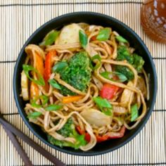 A super easy and filling pasta dish with stir fried vegetables, this peanut soba stir fry is hearty AND healthy! I Love Food, Good Food, Yummy Food, Delicious Meals, Tasty, Stir Fry Recipes, Cooking Recipes, Wok Recipes, Meatball Recipes