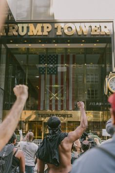 Trump Tower Protest, Torre Trump, Protest Art, Protest Posters, Protest Signs, Peaceful Protest, Power To The People, The Victim, Black People
