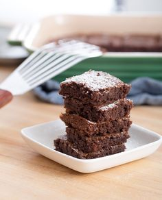 5 ingredient brownies ½ cup flour 1 cup sugar ½ cup salted butter, melted 2 eggs 1/3 cup cocoa powder Prepare the ingredients: Preheat the oven to 350°F. Grease a 9-by-9-inch baking pan. Make the brownies: In a medium bowl, combine the flour, sugar and cocoa powder. In another small bowl, whisk together the butter and eggs. Add the egg mixture into the flour mixture, stirring until just combined. Bake the brownies for 25 to 35 minutes