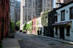 Take a stroll along the Washington Mews. | 14 Non-Touristy Things Everybody Should Do In NYC
