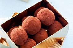 Chocolate date and whisky truffles recipe, NZ Womans Weekly – These truffles are welcome at any time of the year or for any occasion when you want to say thank you to someone special - Eat Well (formerly Bite) Edible Christmas Gifts, Edible Gifts, No Bake Desserts, Delicious Desserts, New Recipes, Cooking Recipes, Chocolate Souffle, Truffle Recipe, Just Cooking