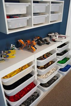 Rangement LEGO - étagère murale et commode ouverte http://www.homelisty.com/rangement-lego/