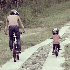 I think, this is a true happiness for every rider. I Hope that I'll make such picture with my son after 5-8 years. He will be a great rider and I'll be pround of him. I wish every rider happiness like this. Follow me. #trek #downhill #dh #freeride #fr #mtb #rockshox #boxxer #nukeproof #tld #fox #specialized #redbull #saint #avid #life #fun #beautiful #demo #scott #gt #enduro #bmx #gopro #giant #norco #bike #cycle #santacruz (в superbike.nethouse.ua)