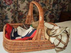 Ordena tu armario con preciosas cestas artesanales de mimbre y castaño, con diseños tan espléndidos como el de esta cesta tejida en Polonia y acabado español.