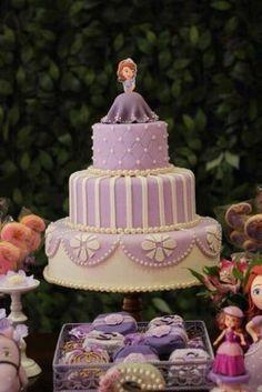 princesa-sofia_bolo Princess Sofia Cake, Princess Sofia Birthday, Tangled Birthday, Real Princess, Gorgeous Cakes, Pretty Cakes, Bolo Sofia, Sofia The First Birthday Cake, Princesa Sophia