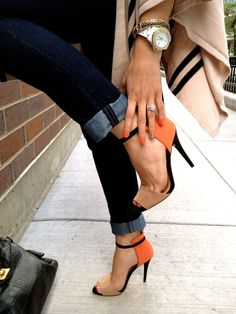 Look the mix: Coral nails & color-block sandals, dark blue jeans, beige poncho, black bag & golden accesories