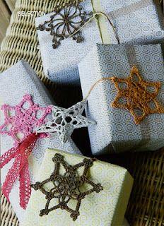 paquetes con estrellas de ganchillo