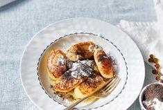 Tradiční pokrm z kuchyně našich babiček je vynikající, jednoduchý a rychlý na přípravu. Dozlatova osmažené noky z bramborového těsta podávejte bohatě posypané mákem smíchaným s cukrem a polité máslem. #recept #skubanky #mak #sladkajidla #ceskaklasika #ceskakuchyne #domaci #recipe #sweet #poppyseed #czechcuisine #traditional #homemade Quiche, Pancakes, Breakfast, Food, Morning Coffee, Eten, Quiches, Meals, Pancake