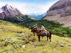 Horse riding holidays in Canada for a family holiday with Triptoes. Unforgettable adventures in Canada, crafted especially for your family. 01225 471893