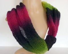 dekorativer leichter schal aus lace wolle.das band kann nach belieben und farbwunsch verschoben werden