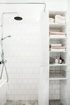 Dwelling Style Floor Strategy - How To Purchase A Home Layout Flooring Approach? 11 Tips For A Minimal Clutter Free Bathroom - Diy Home Decor And Crafts - Your Diy Family Minimalist Bathroom Inspiration, Minimalist Home Decor, Modern Minimalist, Bathroom Storage Units, Bathroom Organization, Bathroom Ideas, Shower Storage, Bathroom Remodeling, Remodeling Ideas