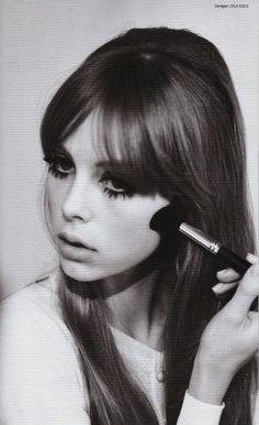 Vintage~esque. Retro 60s/70s look. Edie Campbell photographed by Jessie Lily…                                                                                                                                                                                 Más