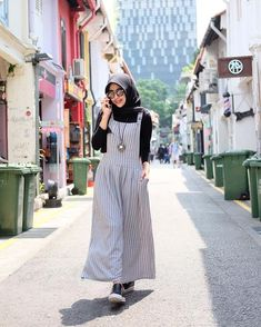 Printing Videos Ring Products To Stop Overeating Pictures Product Modern Hijab Fashion, Abaya Fashion, Muslim Fashion, Modest Fashion, Fashion Dresses, Casual Hijab Outfit, Hijab Chic, Hijab Dress, Jumper Outfit Jumpsuits
