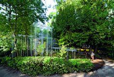 Invernaderos del pabellón japonés de la Bienal de Arquitectura de Venecia en 2008, diseñados por el arquitecto nipón Junya Ishigami, quien ganaría el León de Oro en la posterior edición de la bienal (2010).