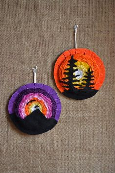 Sunset Weavings (that artist woman) These Sunset Weavings are a result of my Canada 150 focus and trying to find new ways to expand my circular weaving options for my younger students. I love circular weavings, it's where I start after Weaving Projects, Weaving Art, Circular Weaving, 6th Grade Art, School Art Projects, Art Lessons Elementary, Art Lesson Plans, Art Classroom, Art Design