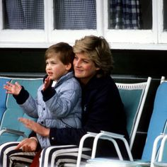 Diana holding Prince William