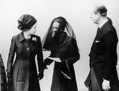 Respects: The Queen and Prince Philip with the Duchess of Windsor - Wallis Simpson - at Windsor Castle for the funeral of the Duchess's husband Edward VIII Windsor Family Tree, Wallis Simpson, Isabel Ii, British Royal Families, Victoria, Prince Philip, British Monarchy, Lady And Gentlemen, Royal Families