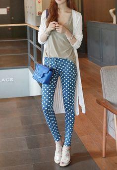 Today's Hot Pick :❉单色❉可爱波点小裤脚铅笔裤 http://fashionstylep.com/SFSELFAA0013984/irisccccn/out 波点来袭,激活欣赏美丽的各种角度! 可爱的波点遍布整体,俏皮时尚感油然而生~ 腰部双扣的设计,舒适度与时尚感并存哦~ 修身显瘦的小裤脚版型,让你出街晒出漂亮腿型! 时尚百搭,它值得拥有~ -波点- -双扣- -小裤脚-