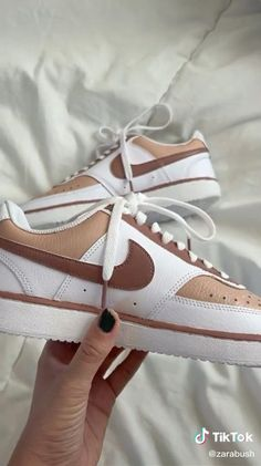 Custom Painted Shoes, Custom Shoes, Kleidung Design, Nike Shoes Air Force, Aesthetic Shoes, Fresh Shoes, Hype Shoes, Custom Sneakers, Girls Shoes