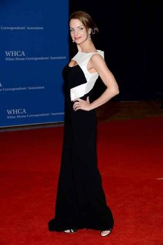 Kimberly Williams Paisley | Fashion At The White House Correspondents' Dinner Kimberly Paisley, Brad Paisley, Glamorous Evening Gowns, Evening Dresses, Formal Dresses, Jennifer Love Hewit, Kimberly Williams, White House Correspondents Dinner, Glamour