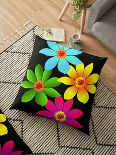 Pillow Crafts, Diy Pillows, Decorative Throw Pillows, Cushions, Fabric Painting On Clothes, Painted Clothes, Spring Pallet Ideas, Felt Flower Pillow, Fabric Paint Designs
