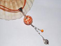 Collier mi-long orange avec strass topaze