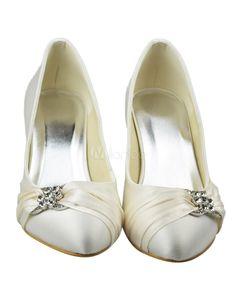 Chaussure de mariée à bout rond en satin ivoire à petit talon avec strass ad4c8143a52f