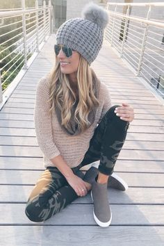 How to Style Camo Leggings for Fall with Sweater @lordandtaylor #sponsored Athleisure Outfits, Sporty Outfits, Fashion Outfits, Womens Fashion, Nike Outfits, Diy Fashion, Airport Outfits, Bohemian Fashion, College Outfits