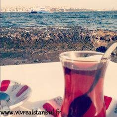 Boire un thé le long du Bosphore à Kabataş