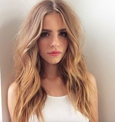 Hair and makeup to copy. Long hair with waves.