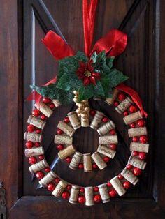 Wine Cork Christmas Wreath - Homemade Wine Cork Crafts, http://hative.com/homemade-wine-cork-crafts/,