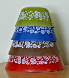 Vintage FEDERAL Glass ~Nesting/Mixing Bowls~ CoLoRfuL FLoWeRs ~ Set of 4///really beautiful...