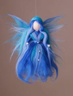 An airy elf in shades of blue, like the infinite sea and the eternal expanse of the sky. Felt Angel, Needle Felting Tutorials, Felt Fairy, Fairy Figurines, Waldorf Dolls, Fairy Dolls, Felt Dolls, Felt Christmas, Felt Animals