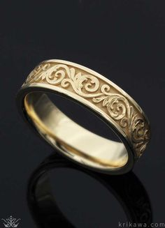 Western Floral Wedding Band in yellow gold.