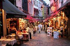 In de gezelligste straat van Brussel heb je keuze tussen de vele Italiaanse restaurants om heerlijke pasta of pizza te eten. Rue de Boucher is the place to be!