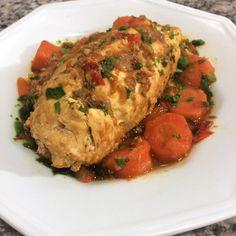Experimente este bife a rolê feito de frango e recheado com pimentas, legumes e ovos. Você vai se deliciar com a explosão de sabores e nutrientes! Confira.