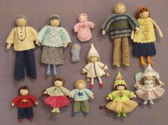 This unique dollhouse dolls is the most inspiring and glorious idea Dollhouse Family, Dollhouse Dolls, Miniature Dolls, Felt Dolls, Doll Toys, Dolly Doll, Homemade Dolls, Clothespin Dolls, Tiny Dolls